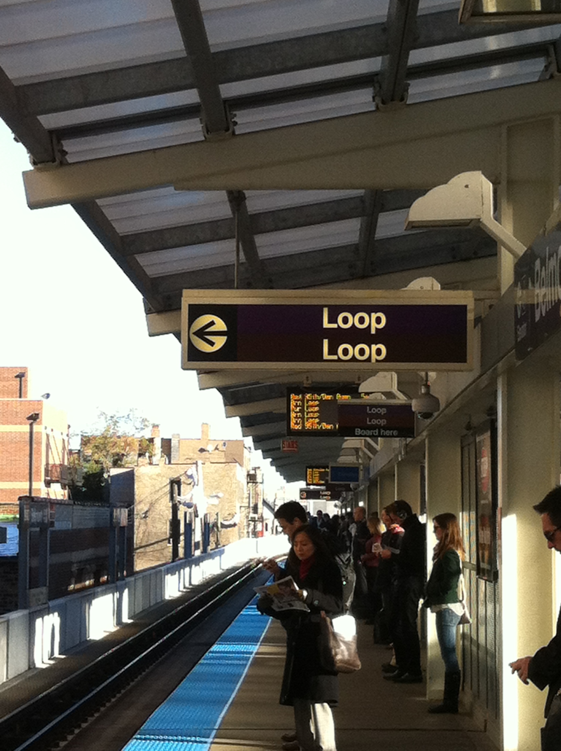 Belmont Loop-bound Brown line train